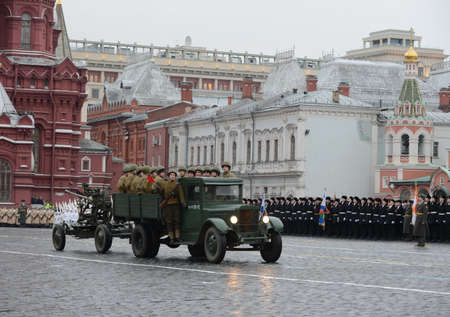 gunner: Historical military hardware on parade-reconstruction on Red Square in Moscow.