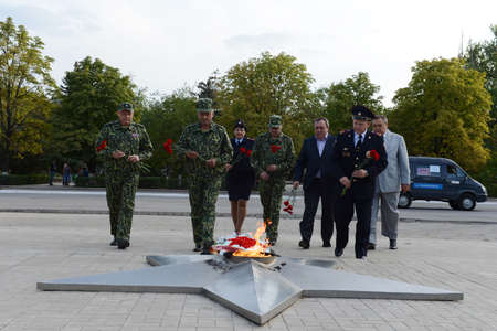 defenders: Laying flowers to the eternal flame at the memorial to the Defenders of the Motherland in Kamensk-Shakhtinsky