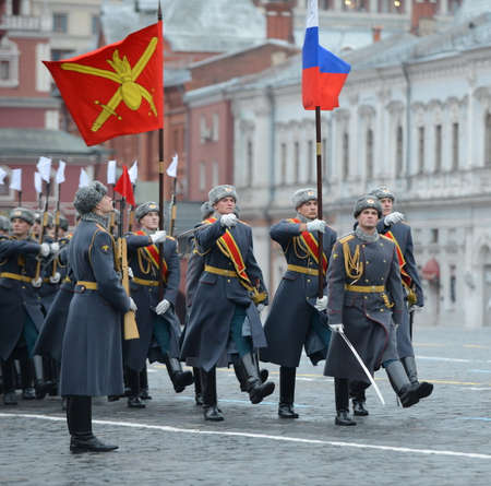 epaulettes: Soldiers of the guard of honor at the parade on November 7 at the Red Square in Moscow.
