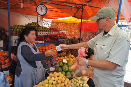 fruit trade: Trading on the market in Sucre