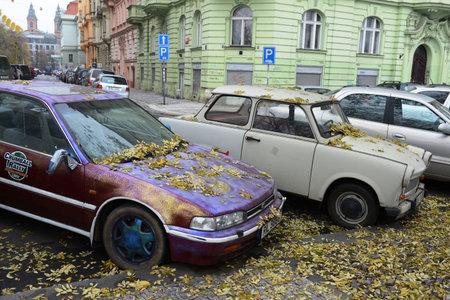 praga: Cars on the streets of Prague.