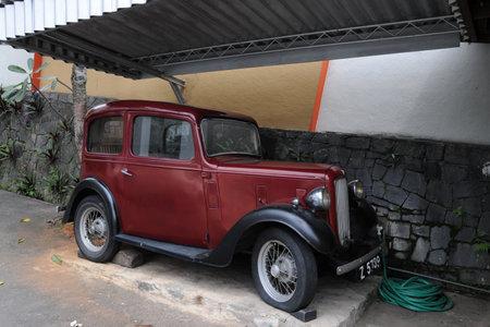 kandy: Vintage car in Kandy