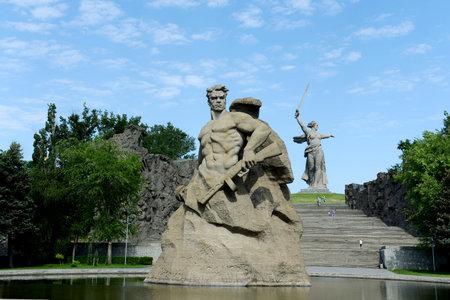 """muerte: El monumento """"la Madre Patria llama!"""" escultura de un soldado sovi�tico """"para luchar hasta la muerte!"""" en el callej�n de la memoria en la ciudad de Volgogrado."""