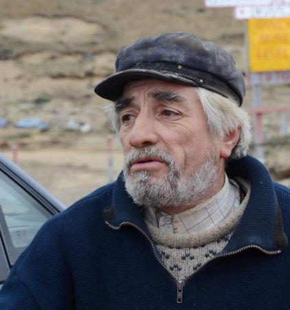 searcher: Gold digger Toto with Tierra del Fuego Editorial