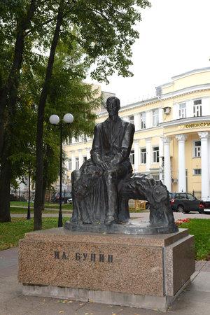 voronezh: The monument to the writer Ivan Bunin Bunin the public garden in Voronezh