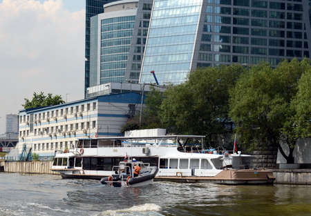 pleasure boat: Pleasure boat in the Moscow international business center Moscow-city.