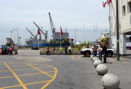 seaport: Chilean seaport of Valparaiso. Editorial
