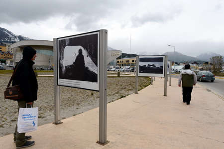 falklands war: Photo exhibition about the Falklands war in the area of ??Malvinas Islands in Ushuaia.