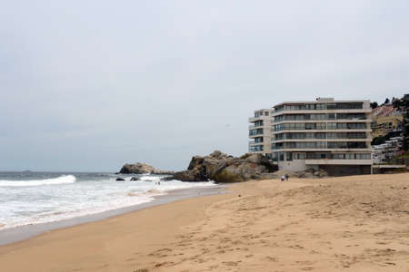 agglomeration: The beach in vina del Mar.