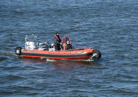 the amphibious: Amphibious boat SEALEGS-7.1
