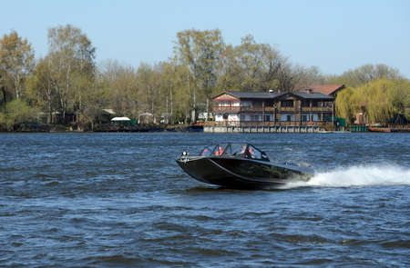 azucar: Speed ??boat Ka-Khem 730 on the river Moscow.
