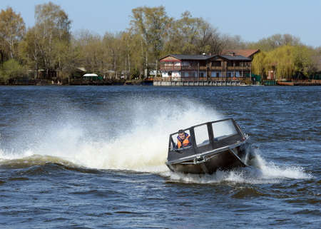 azucar: Speed ??boat Ka-Khem 665 on the river Moscow. Editorial