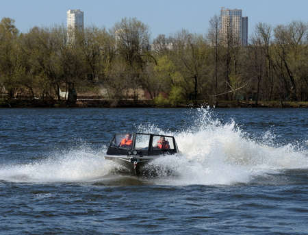 Speed ??boat Ka-Khem 730 on the river Moscow.