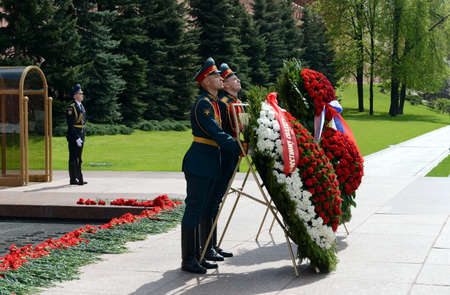 tomb of the unknown soldier: The ceremony of laying flowers and wreaths at the Tomb of the Unknown Soldier during Victory Day celebrations. Editorial