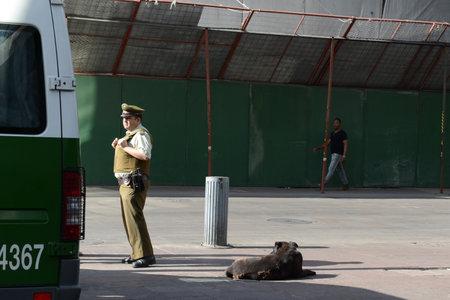 karabiner: Karabiner on the street of Santiago Editorial