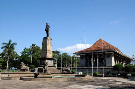The monument to the first Prime Minister of Sri Lanka Senanayake, don Stephen in the city of Colombo.