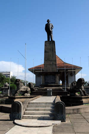 stephen: The monument to the first Prime Minister of Sri Lanka Senanayake, don Stephen in the city of Colombo.