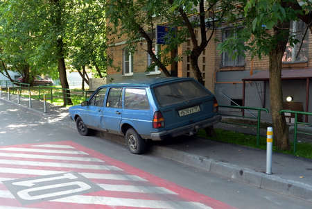 parking violation: The car parked on the sidewalk of a house in the center of Moscow.