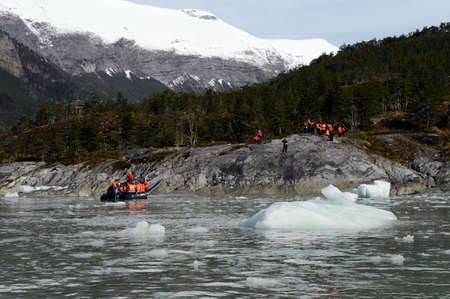 magallanes: Tourists from the cruise ship at Pia glacier on the archipelago of Tierra del Fuego.