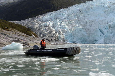 magallanes: Boats from the ship Via Australis in the Bay of the Pia glacier. Editorial