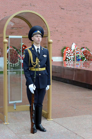 tomb unknown soldier: The honor guard at the Tomb of the Unknown Soldier in the Alexander garden. Post number 1.