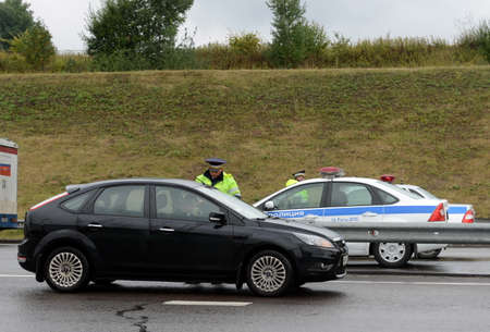 the traffic movement police: The inspector of traffic police check the documents of the driver on the track Don. Editorial