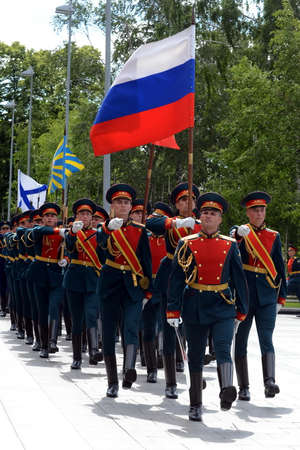 tomb of the unknown soldier: Ceremonial march of the guard of honor after laying flowers at the Tomb of the Unknown Soldier in Moscow.