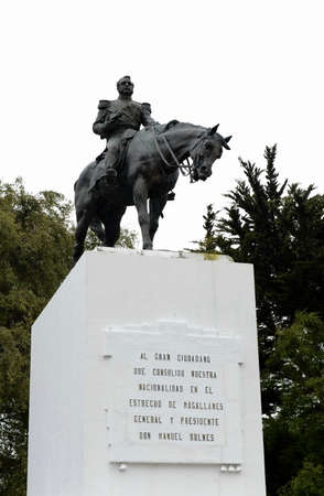 magallanes: The monument of President Manuel Bulnes.