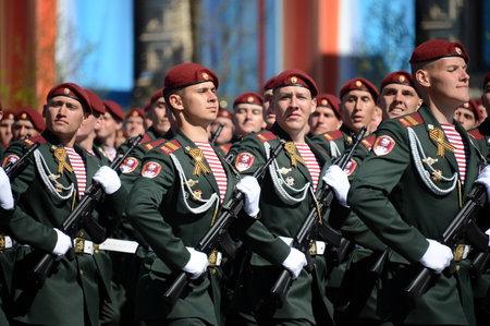 batallón: Los soldados de su división. Tropas de Dzerzhinsky de la guardia nacional en el ensayo general del desfile en cuadrado rojo en honor del día de la victoria.