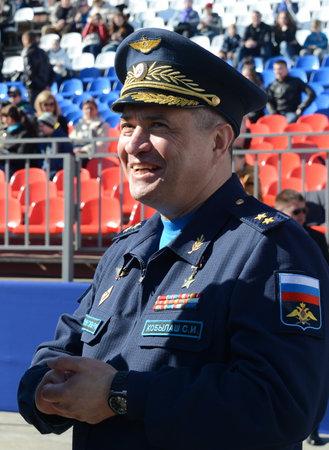 러시아 연방의 영웅, 먼 항공기의 사령관 Sergey Kobylash 장군