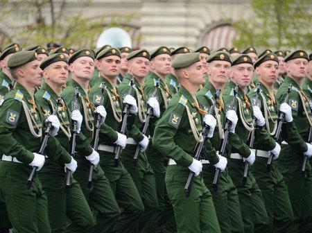航空ショー: Cadets Military-space Academy named after AF Mozhaisky during the parade dedicated to the Victory Day.