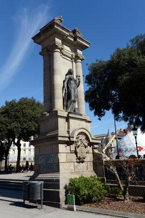 Sculpture, Emporion statue, Pla�a de Catalunya, Barcelona, ??Catalonia, Spain Publikacyjne