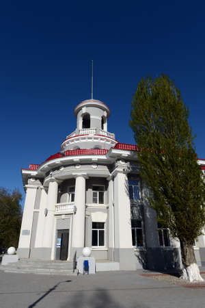 One of the first buildings of the city of Volgodonsk is the post office on Lenin Street.