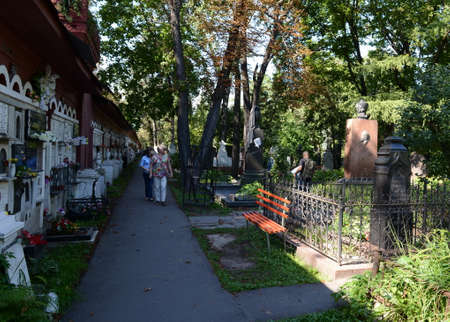 Tourists at the Novodevichy Cemetery in Moscow. Sajtókép