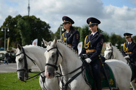 Girls - police cavalrymen take over the protection of public order on the streets of Moscow. Éditoriale