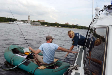 Inspector of the state inspection of small vessels of EMERCOM of Russia in the water area of ??the Khimki reservoir of Moscow Redactioneel