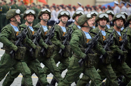 Paraderoopers of the Kostroma 331st guards parachute regiment during the parade 新聞圖片