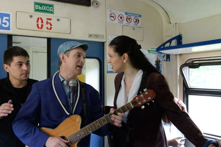 The musician interferes with passengers with his performance in the car of a suburban electric train