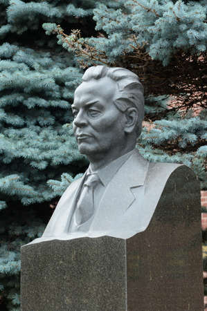 Bust of the General Secretary of the CPSU Central Committee Konstantin Chernenko on the grave at the Kremlin Wall on Red Square in the center of Moscow Sajtókép