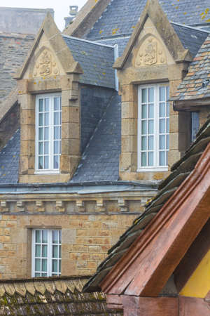 roof windows: Ventanas de techo en la casa antigua