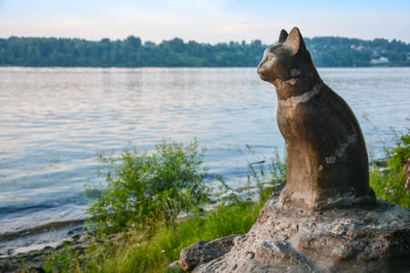 expects: Monument dedicated cat mounted on the Bank of the river  Cat expects