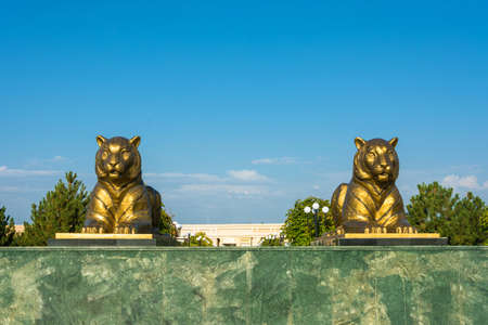 registan: The statue of two tigers in Samarkand, on the blue sky background, Uzbekistan. Stock Photo