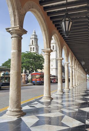 parque: View on the parque principal in campeche, mexico. In the background is the cathedral del la conception immaculada. Stock Photo