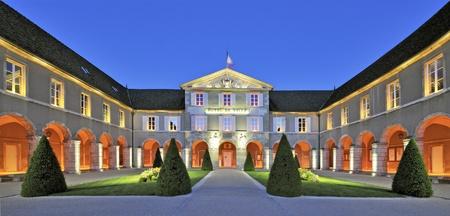 ville: Hotel de Ville, Beaune, France at twilight