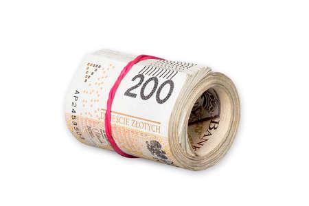 Pila di lucidatura arrotolata banconote da 200 zloty legate con un elastico isolato su sfondo bianco Archivio Fotografico