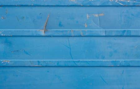 scarring: Blu sbiadito, lividi, parete in lamiera blu
