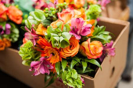 rosas naranjas: gerberas, tulipanes y la combinación de verano ramo de flores para la boda en la Florida