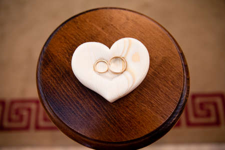 Pair of gold rings for wedding ceremony Foto de archivo