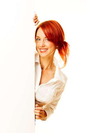 Adult Mädchen hält einen leeren weißen billboard