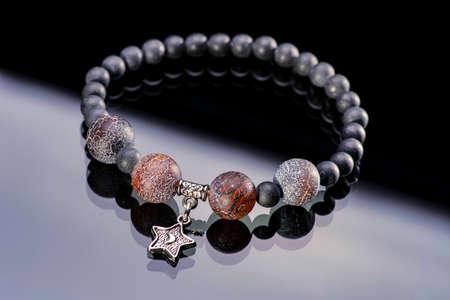 Pulsera de perlas de piedras preciosas Foto de archivo